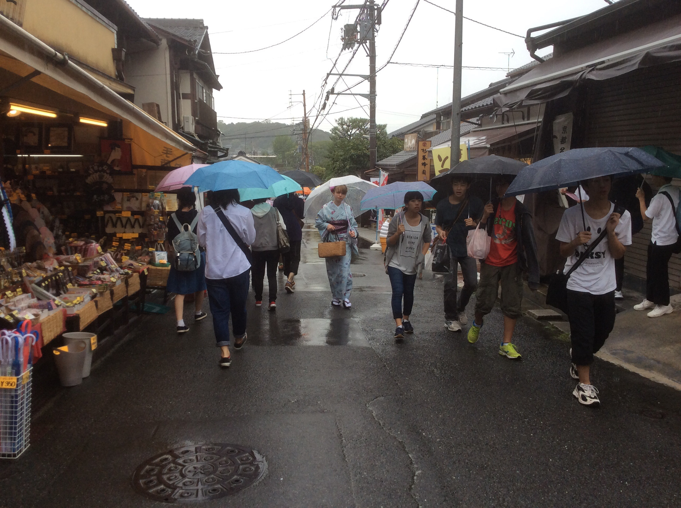 It was quite rainy and difficult to run inside in a kimono.