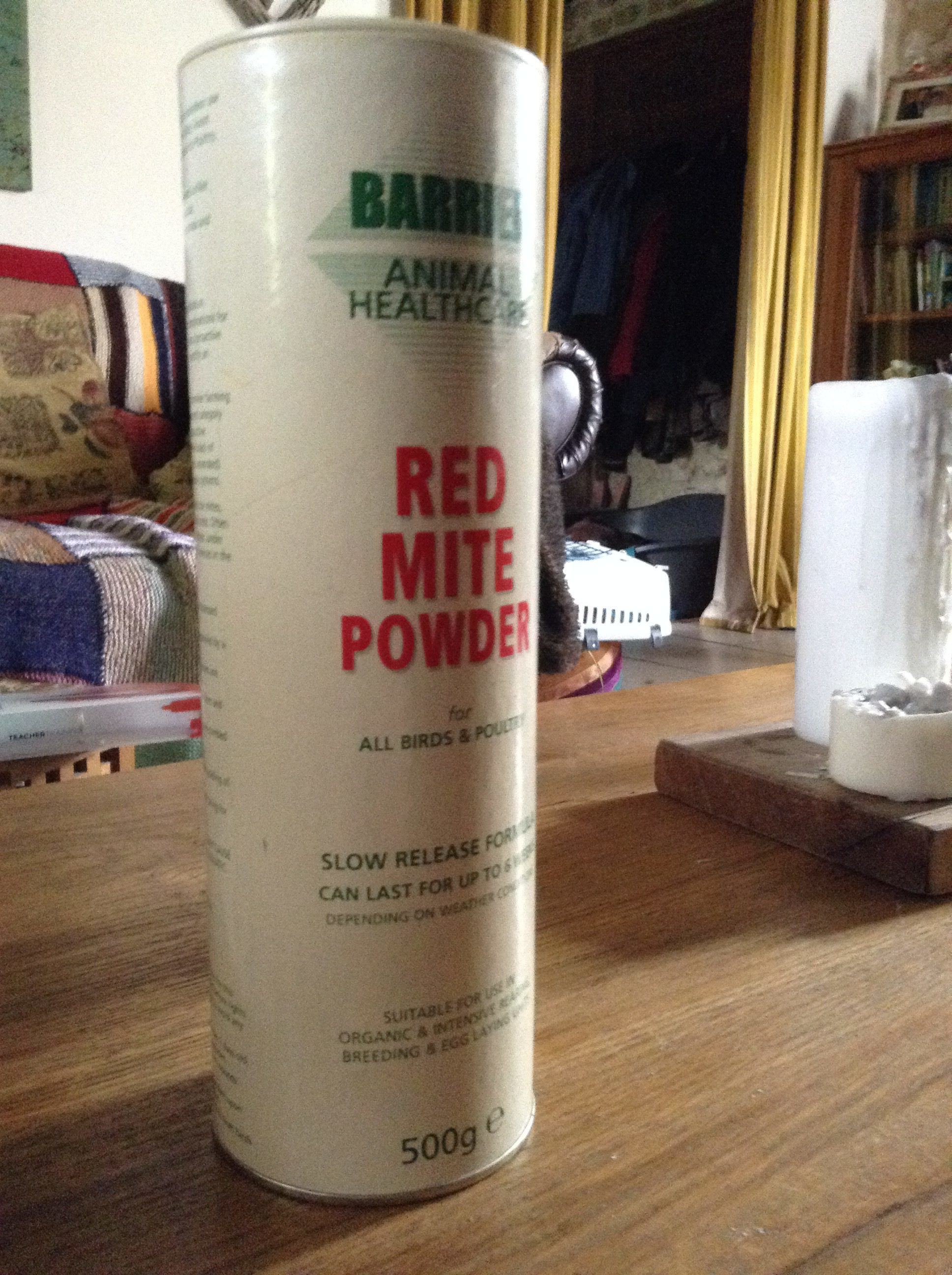Red mite powder.